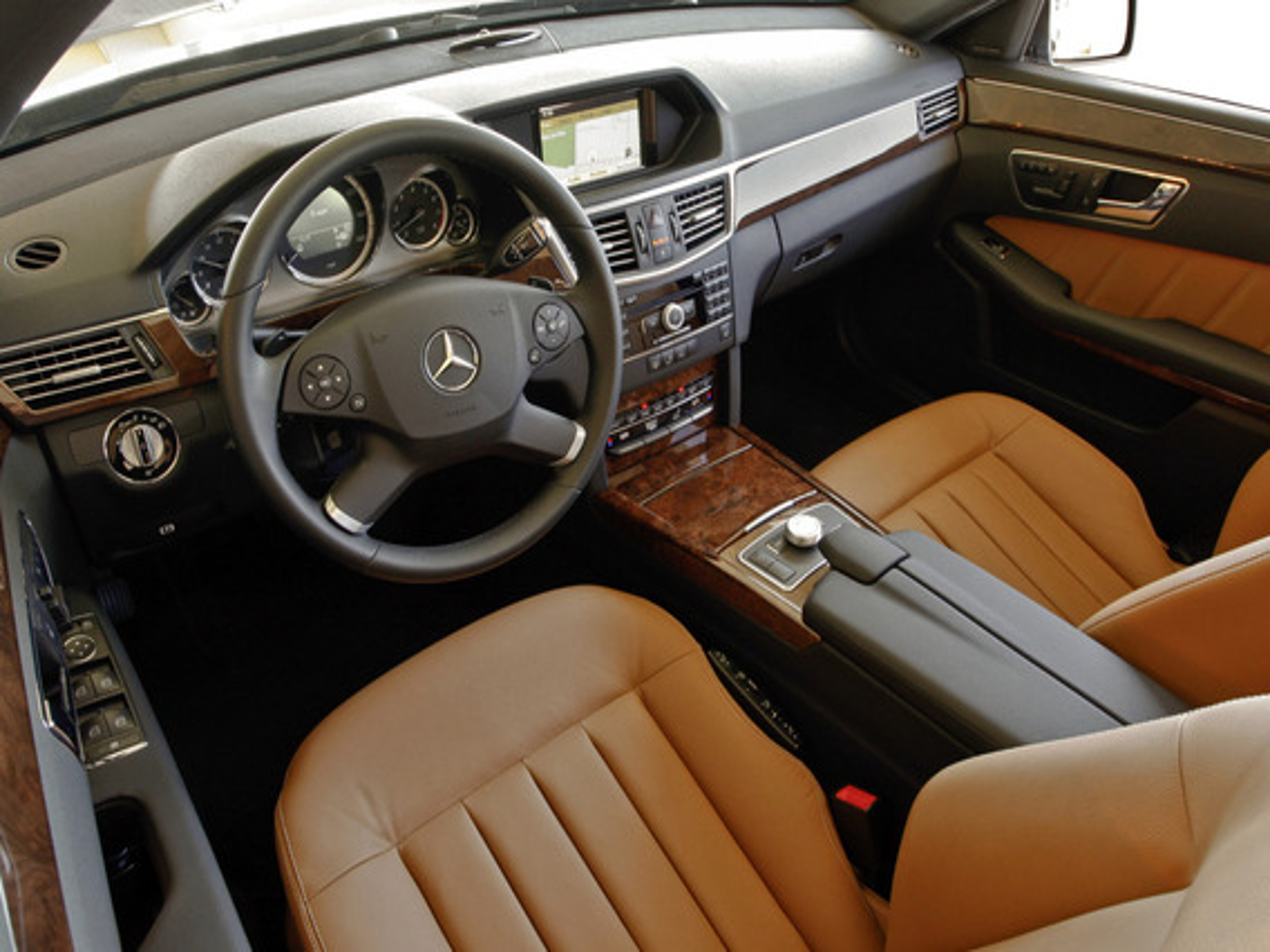 Можно ли подключить USB-накопитель к аудиосистеме Mercedes E-class (W212)