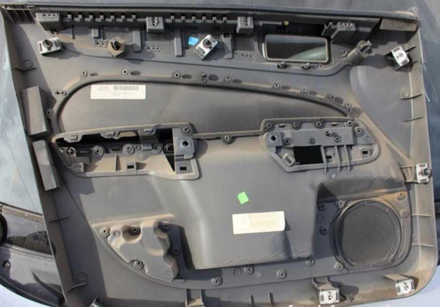 Снятие обшивки задней двери на Ford Focus 3