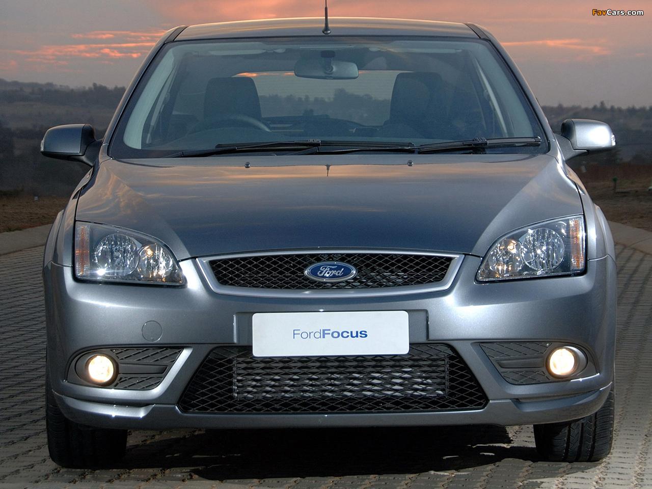 Замена лампочки в противотуманной фаре Ford Focus 2