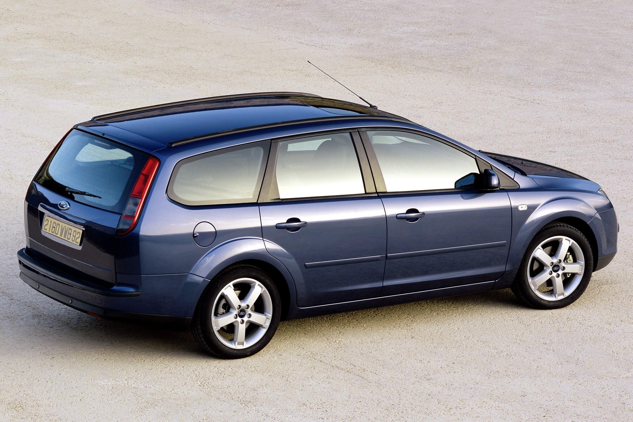 Задний спойлер на универсал Ford Focus 2