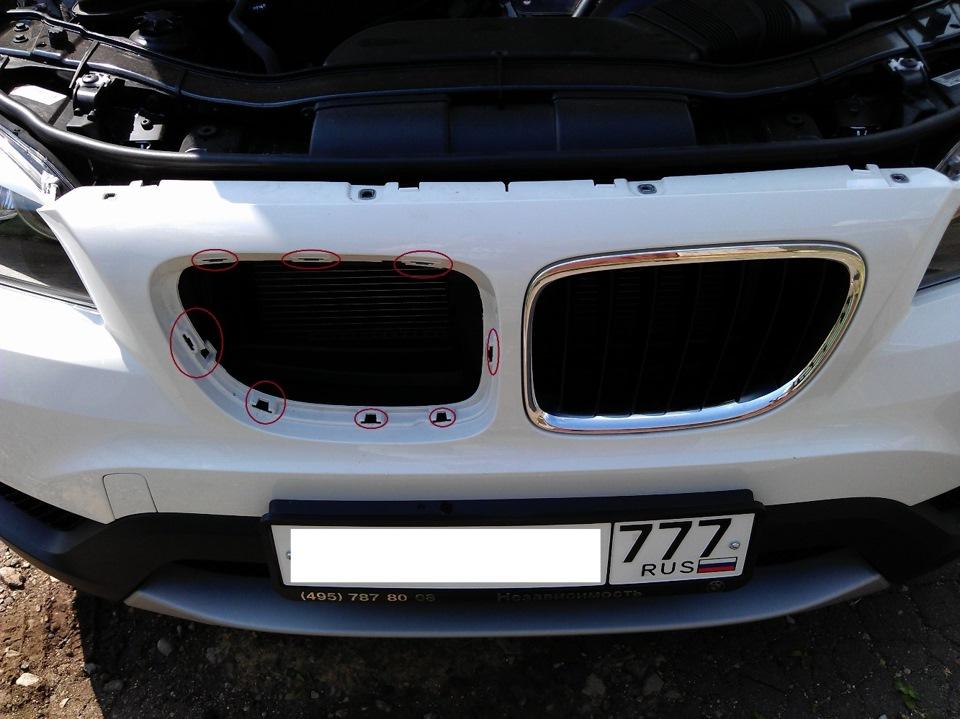 "Тюнинг ""ноздрей"" (решетки радиатора) BMW X1"