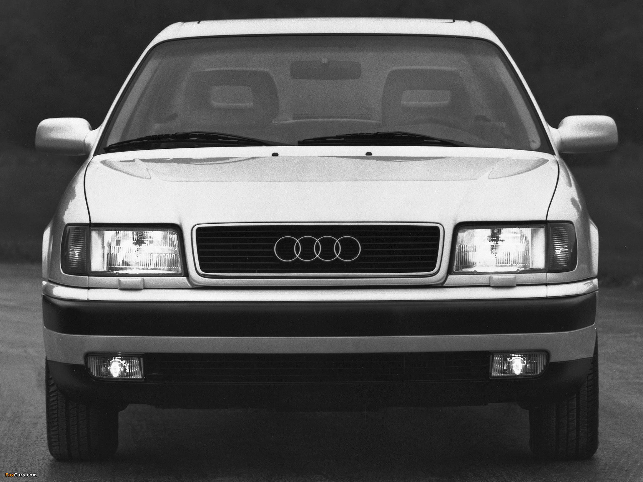 Замена стекла фары на Audi 100 C4