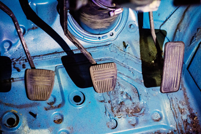 Регулировка троса педали газа на Audi 100 C4
