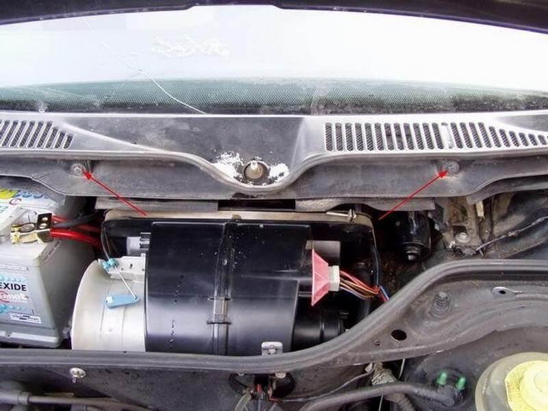 Замена мотора отопителя на Audi 100 C4