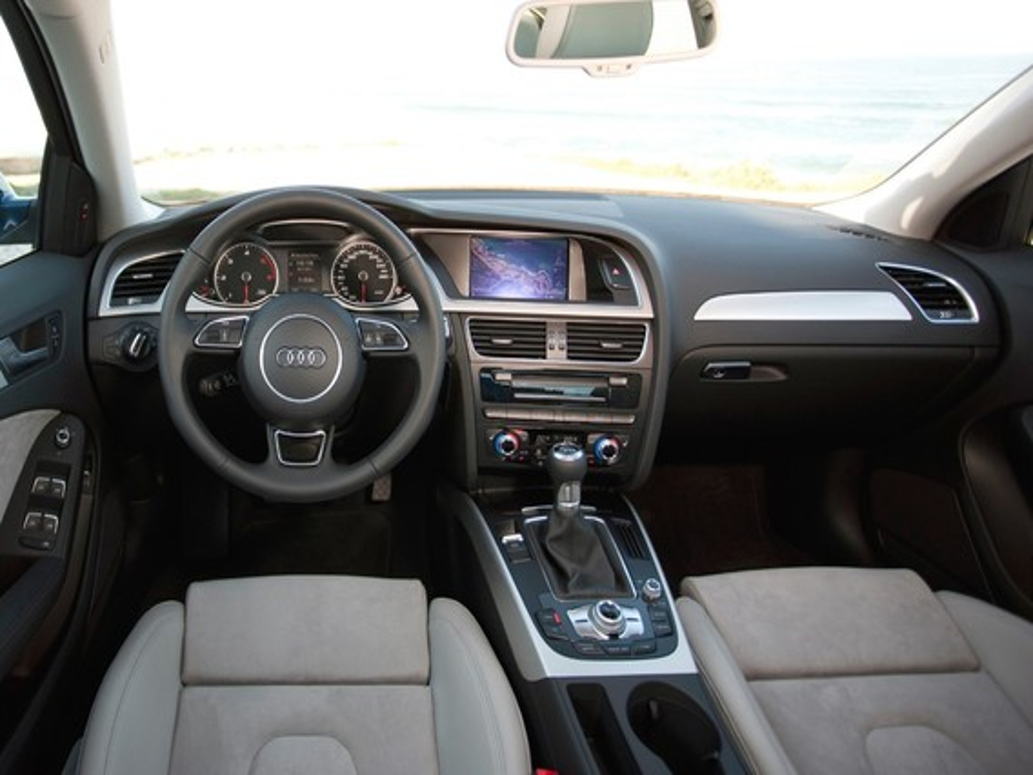 Проблемы с салоном Audi А4 В8