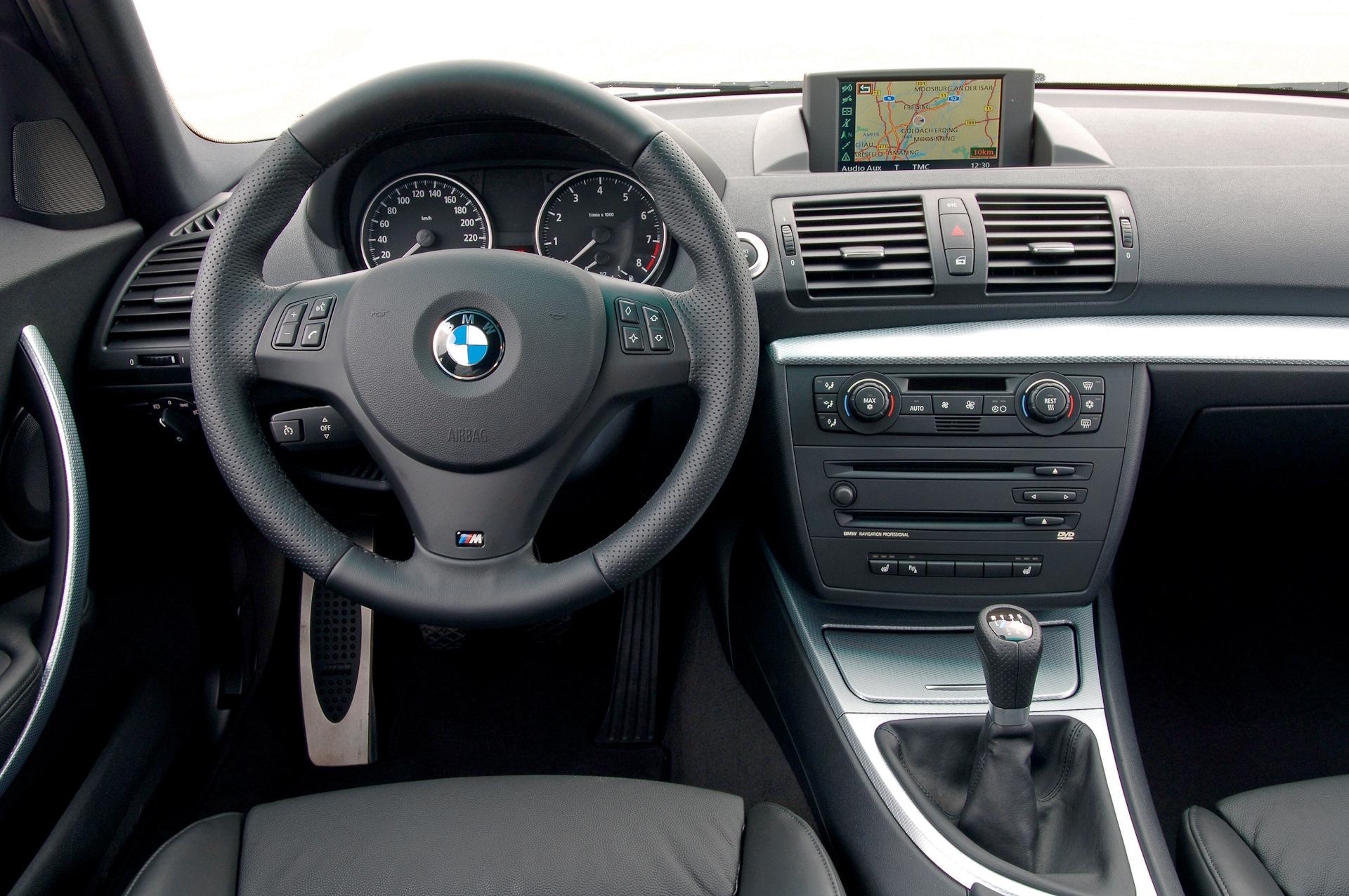 Замена штатного руля BMW 1-Series Е87 на М-версию