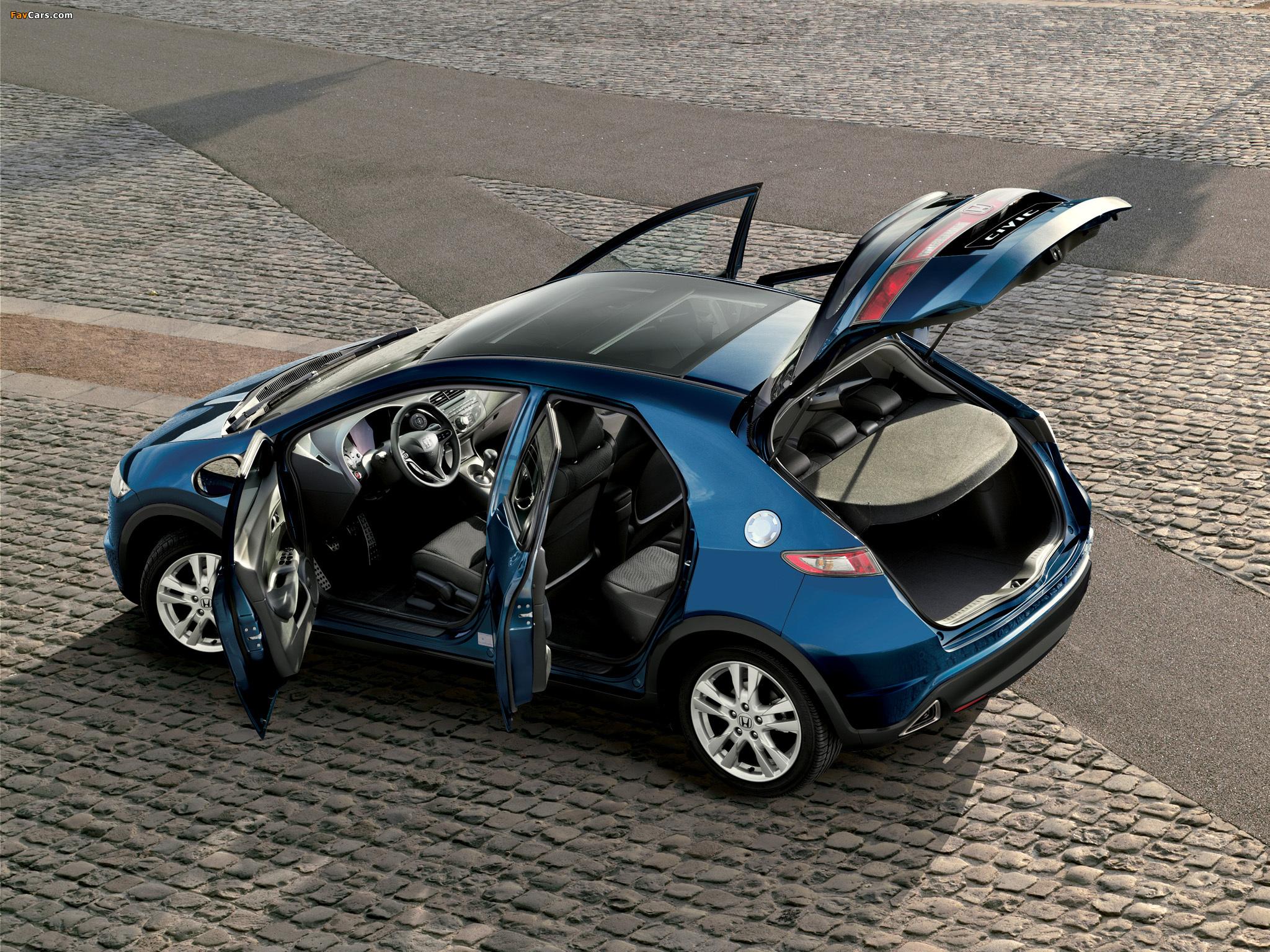 Замена внутреннего заднего фонаря на Honda Civic VIII