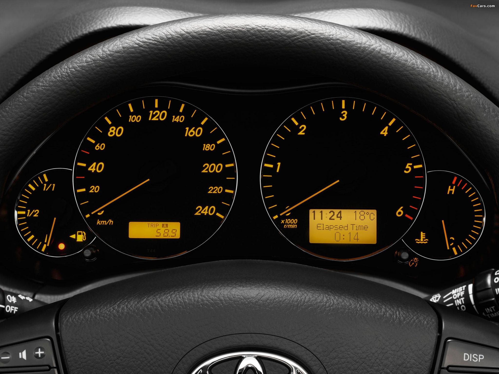 У Toyota Avensis II есть две контрольные лампы с масленками. Чем они отличаются?