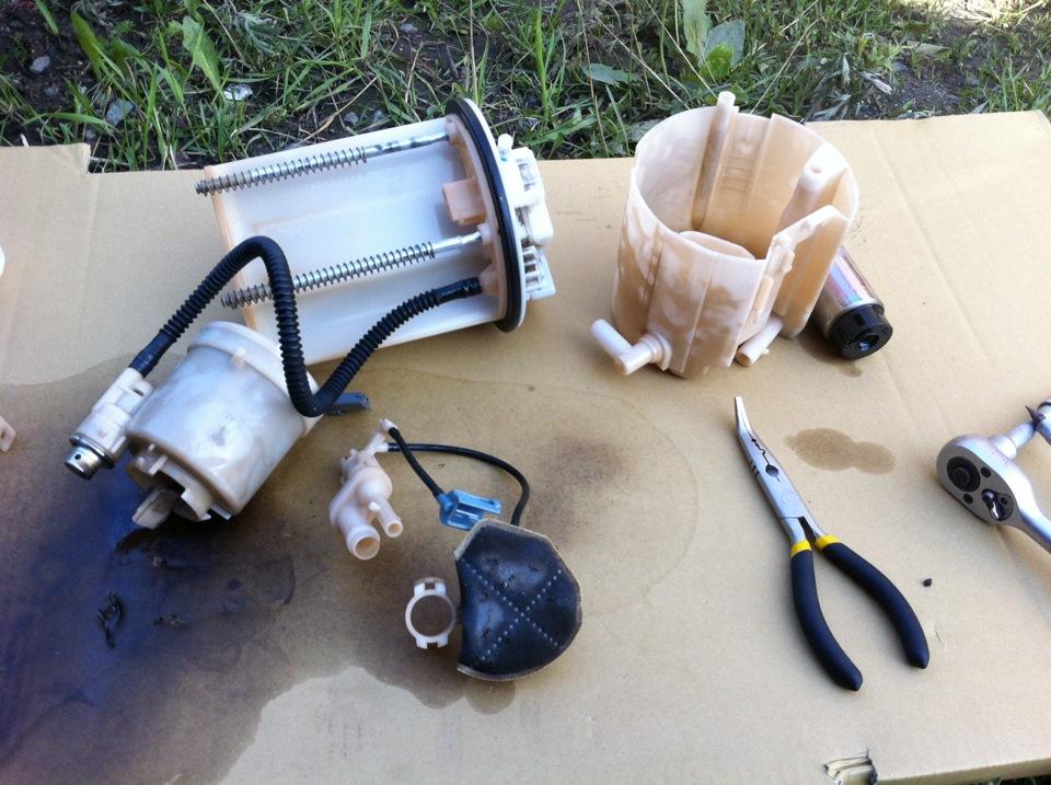 Замена топливного фильтра на дизельной Toyota Avensis 3