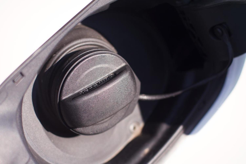 Регулировка лючка заливной горловины топливного бака на Honda Civic VIII