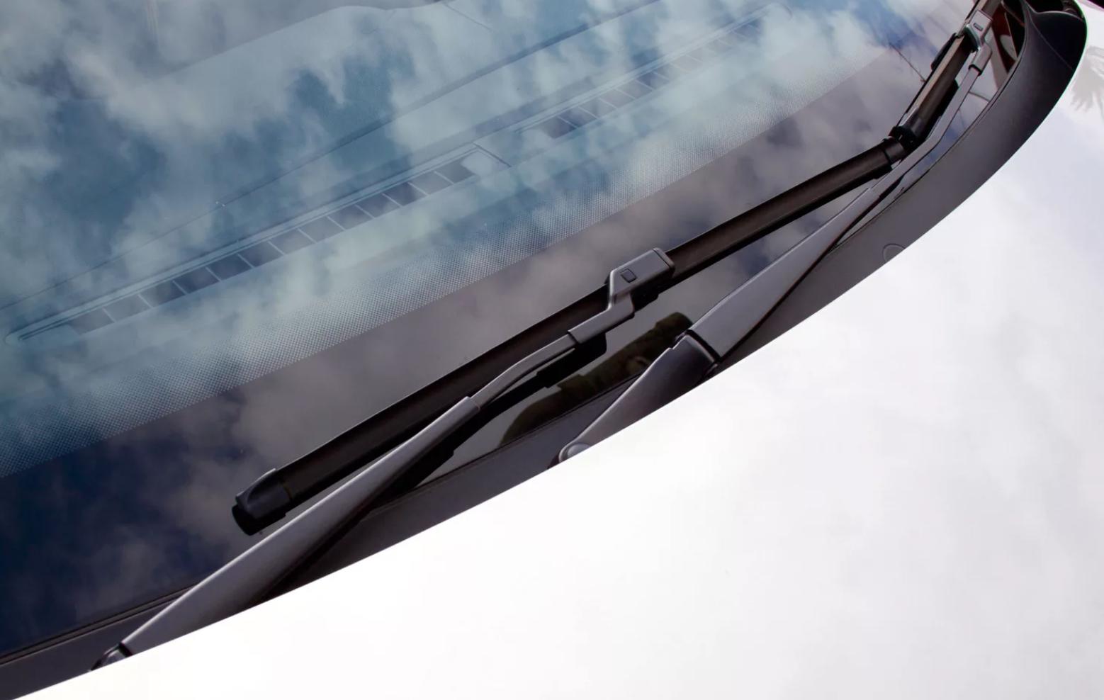 Замена щеток стеклоочистителя ветрового стекла на Honda Civic VIII
