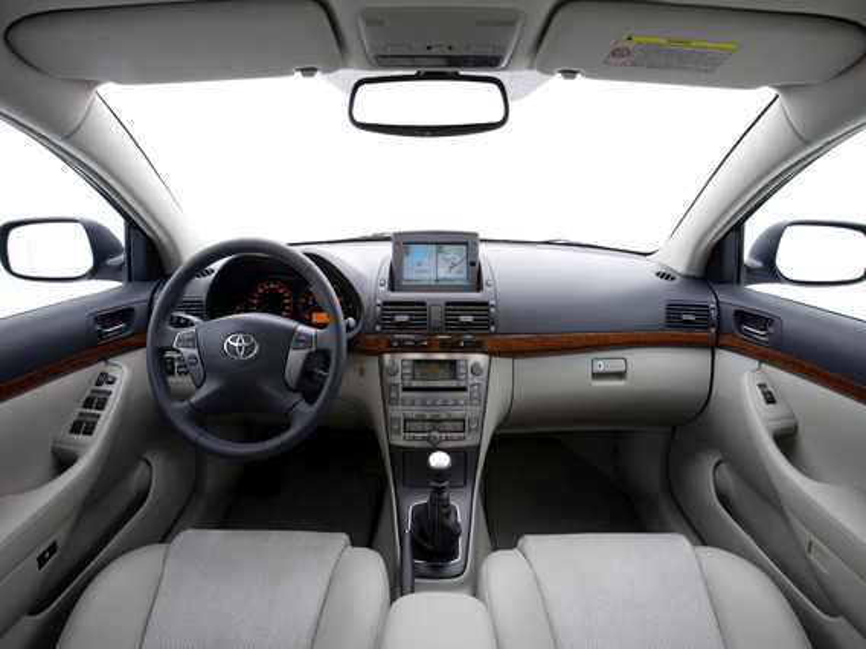 Решение проблемы шуршания сервопривода печки на Toyota Avensis 2