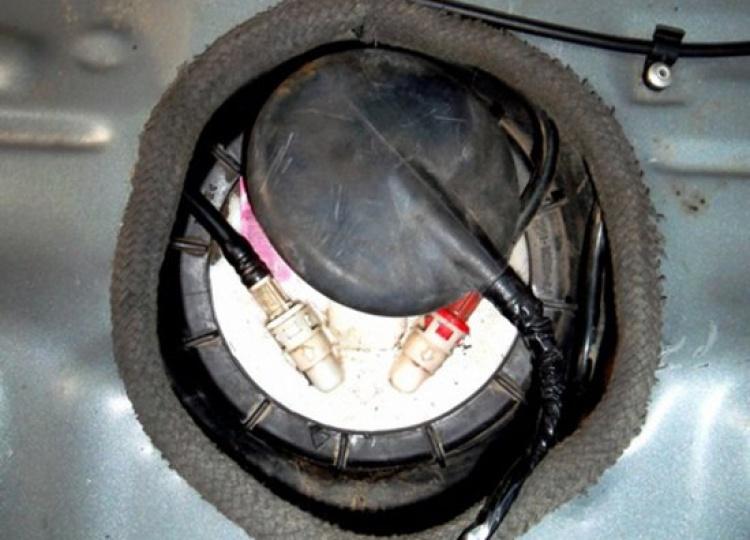 Демонтаж и монтаж топливного насоса на Ford Mondeo III