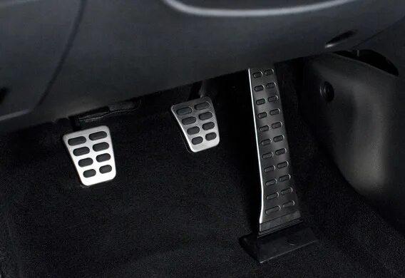 Снятие и установка педали тормоза на Mazda 3 (I)
