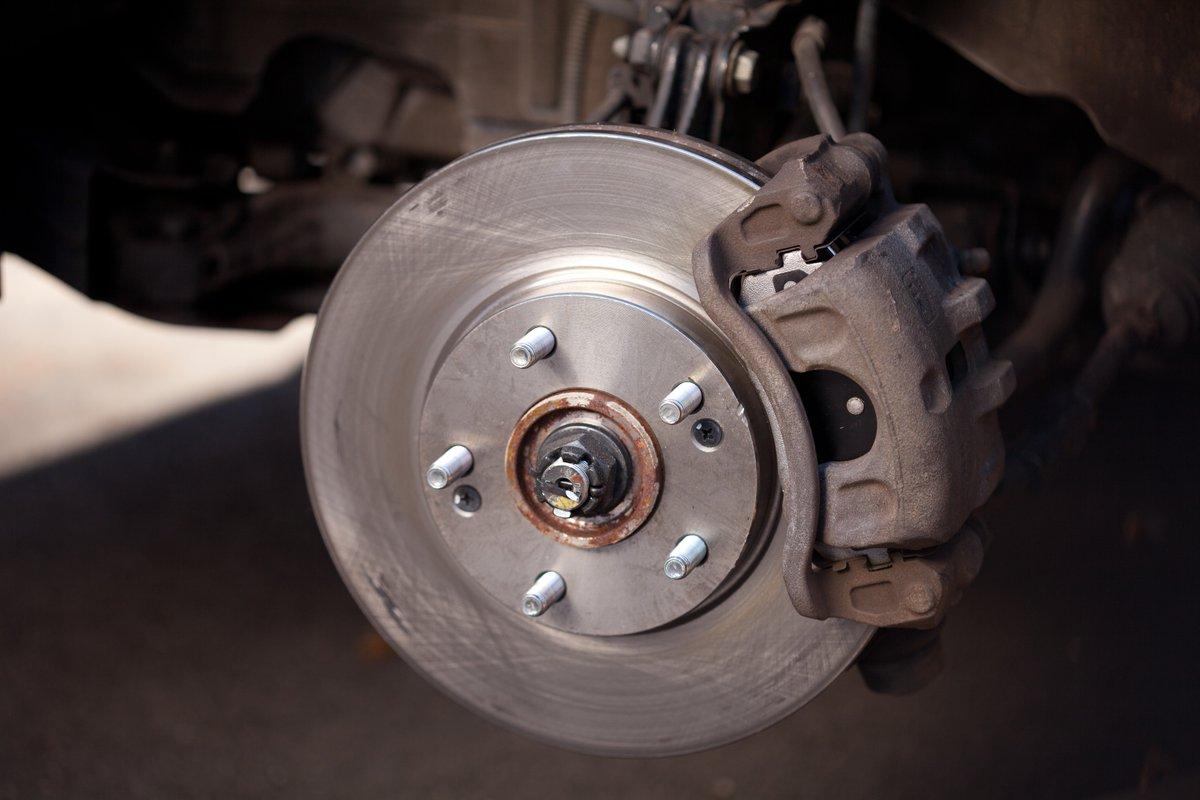 Замена задних тормозных колодок на Skoda Yeti