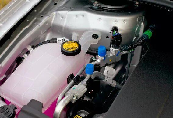 Замена антифриза в гибридном контуре на Toyota Prius NHW10-11