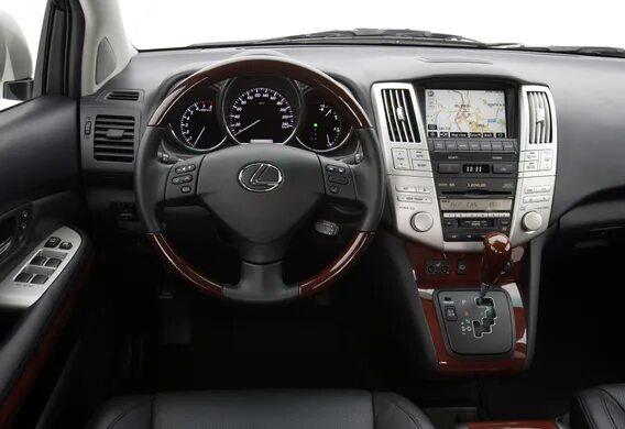 На каких комплектациях Lexus RX II рулевая колонка автоматически отъезжает назад для удобства посадки и высадки водителя?