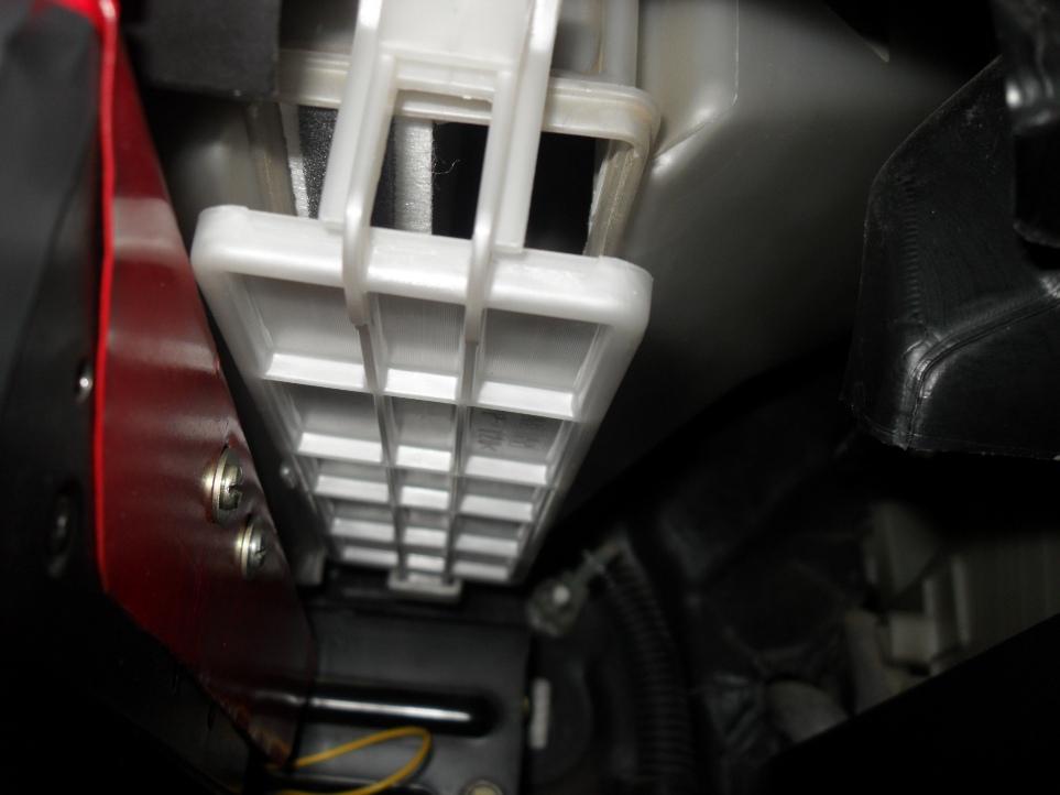 Замена салонного фильтра Mitsubishi Lancer X