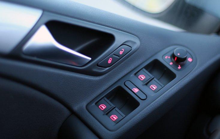 Предусмотрена ли на KIA Cerato II подсветка прикуривателя и кнопок стеклоподъемника?