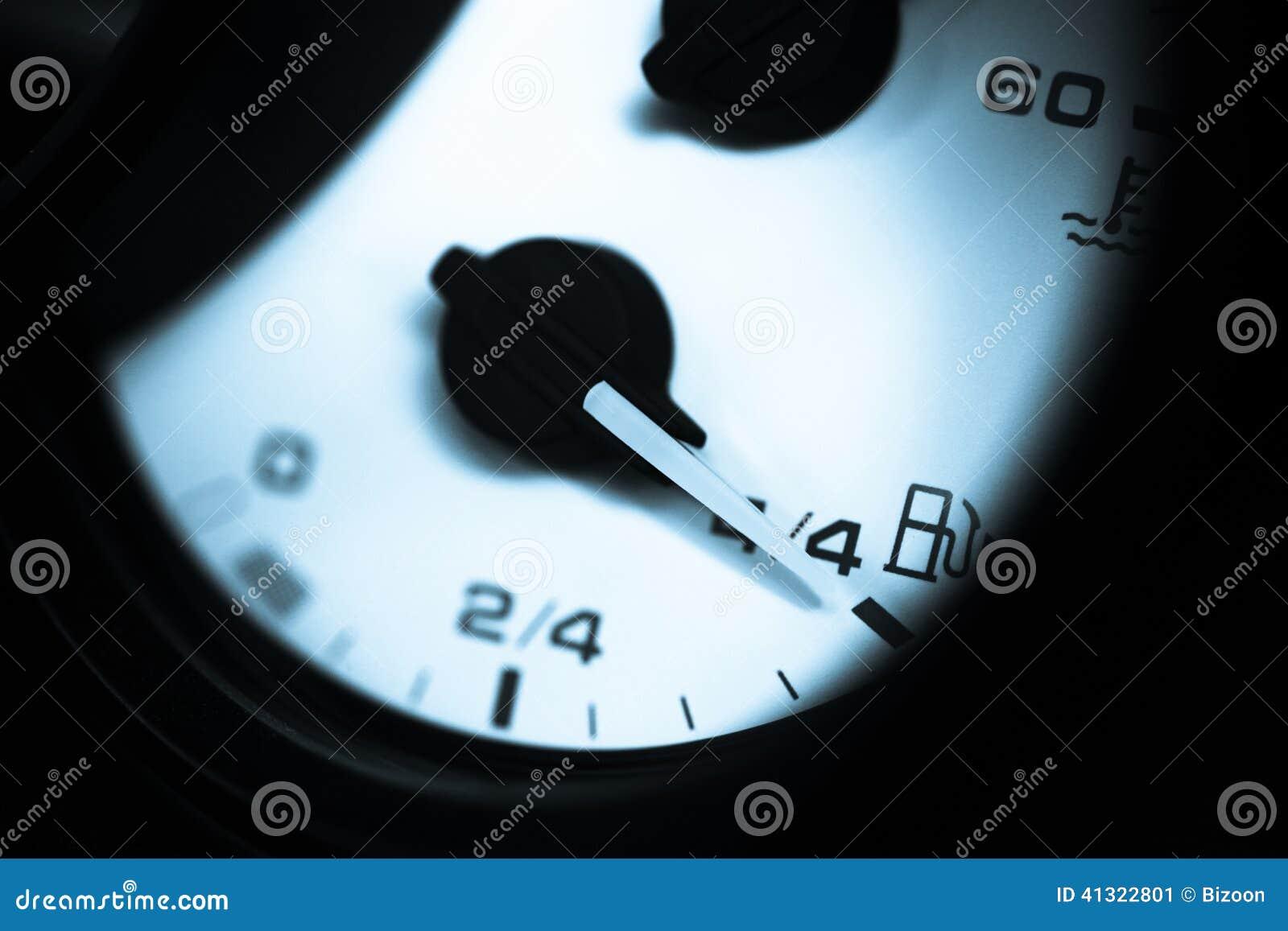 Возможно ли сбросить показания счетчика расхода топлива на VW Passat B7?