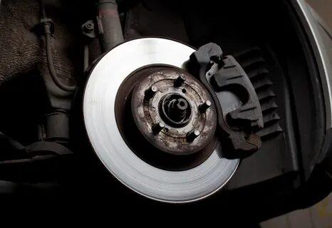 Замена передних тормозных колодок на Honda Civic VIII