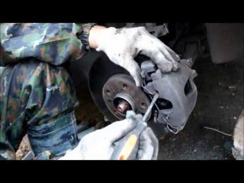Замена тормозных колодок и дисков на Opel Vectra В