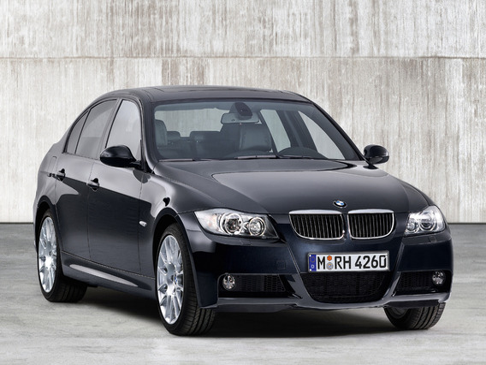 При поворотах руля появляются посторонние звуки в районе рулевой рейки BMW 3 E90