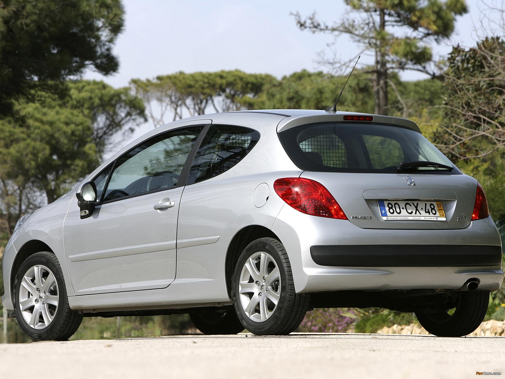 Как снять колпак заднего фонаря Peugeot 207