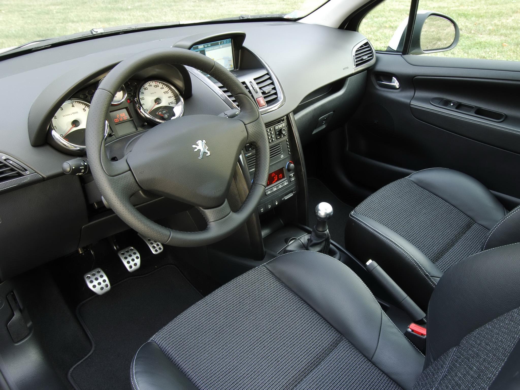 """При движении на дисплее Peugeot 207 появляется """"Gearbox faulty"""" и КПП 2-Tronic переходит в аварийный режим"""