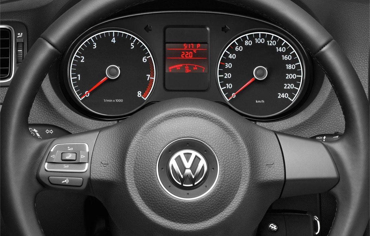 Можно ли отрегулировать яркость подсветки приборной панели VW Polo Sedan?