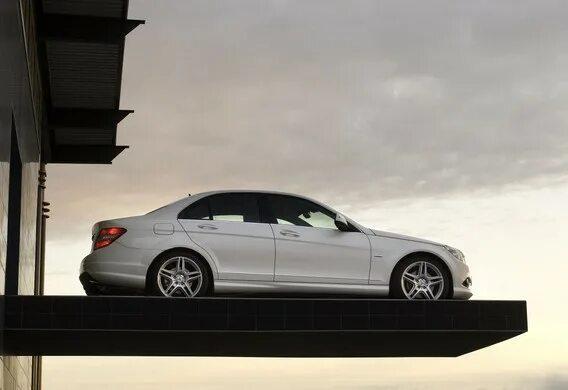 Проверка уровня охлаждающей жидкости на Mercedes-Benz C-Klasse (W204)