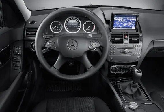 Особенности штатного головного устройства Mercedes-Benz C-Klasse (W204) Command
