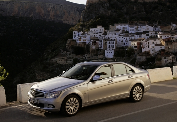 Как правильно пользоваться парковочным ассистентом на Mercedes-Benz C-Klasse (W204)?
