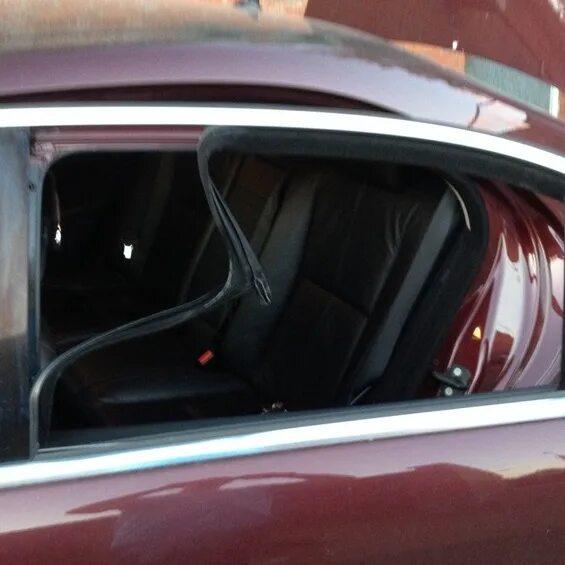 Замена декоративных накладок стекла задней двери Mercedes-Benz S-klasse (W221) фото