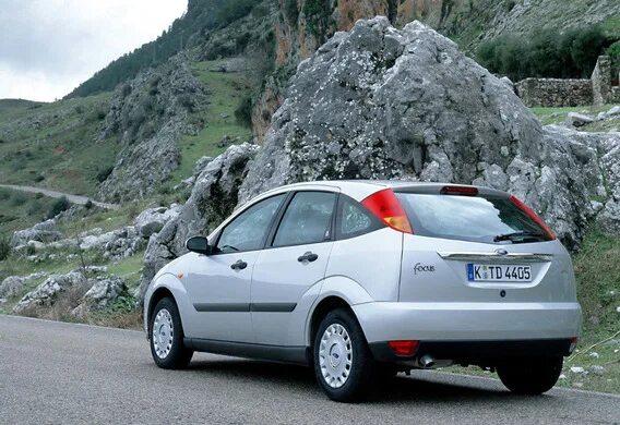 Ржавеет крышка багажника на Ford Focus I в комплектации Ghia