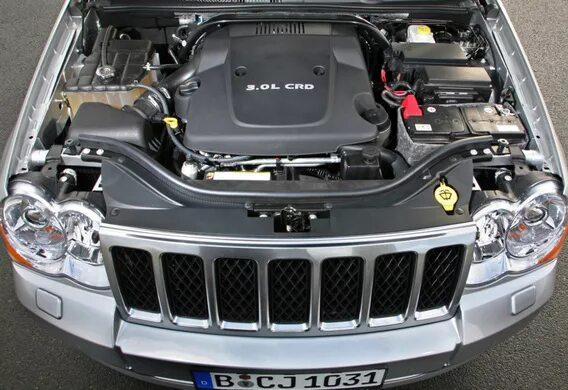 Предохранители «Mini» в моторном отсеке Jeep Grand Cherokee WK2