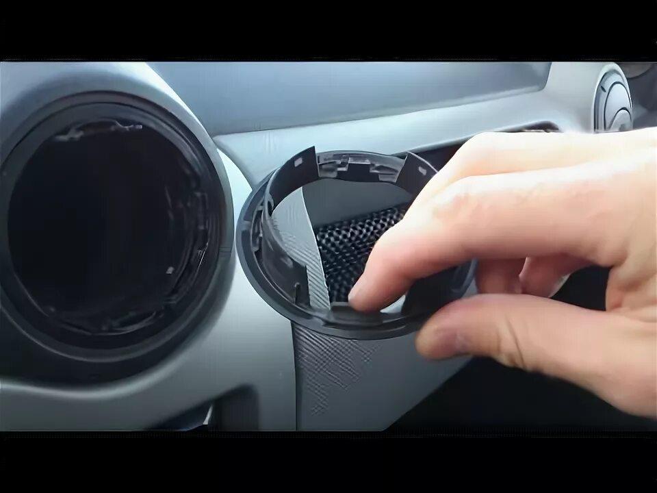 Демонтаж дефлекторов обдува на передней панели Jaguar X-Type