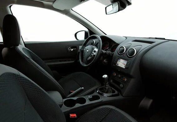 В каких комплектациях Nissan Qashqai II устанавливается атмосферная подсветка зоны рычага коробки передач?