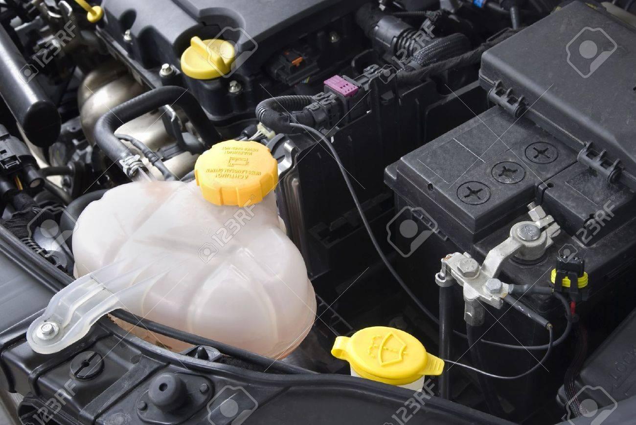 Почему у Hyundai Solaris расширительный бачок с охлаждающей жидкостью установлен на радиаторе?