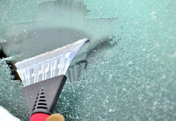 Как бороться с наледью на стеклах зимой