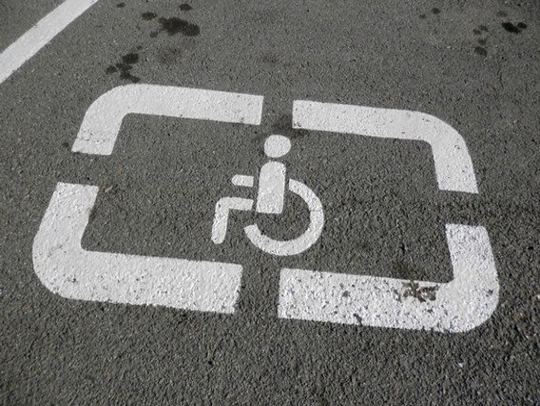 Льготы для инвалидов и других категорий на парковках