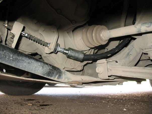 Как заменить трос сцепления в Chevrolet Aveo